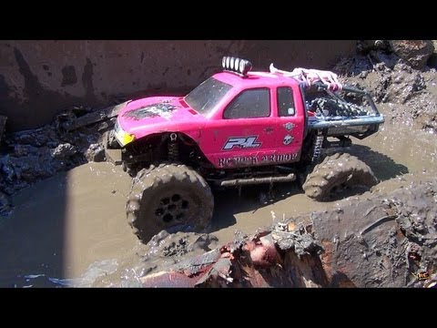 RC ADVENTURES - Lovely JEM helps make an RC MUD PiT! Will 4X4 PiNKY GET STUCK?!