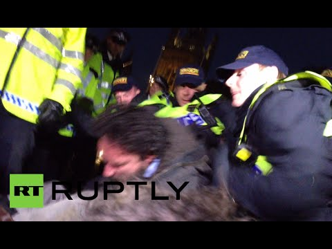 UK cops kick 'Occupy' protesters off Parliament Sq, Russell Brand delivers pizza