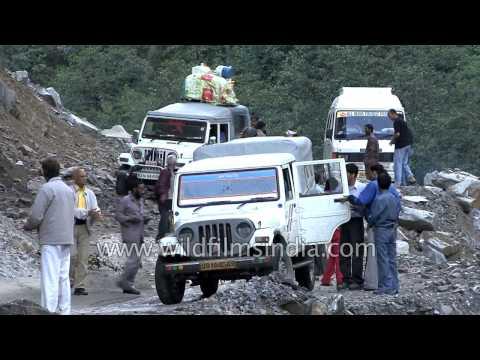 Waterfall en route Lamkhaga Trek - Himachal Pradesh