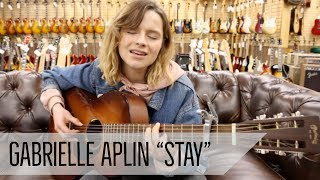 "Gabrielle Aplin - 「Norman's Rare Guitars」にて""Stay""をギター弾き語りにて披露 映像を公開 thm Music info Clip"