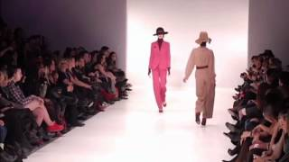 6 Models trip and lose their shoes during Barilà Fall/Winter 2011-2012 fashion show