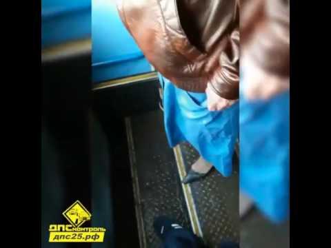 paren-zhenskom-odezhde-video