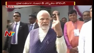 PM Narendra Modi Casts His Vote in Ahmedabad || Gujarat Assembly Elections 2017
