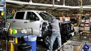 GM autoworkers in U.S. go on strike