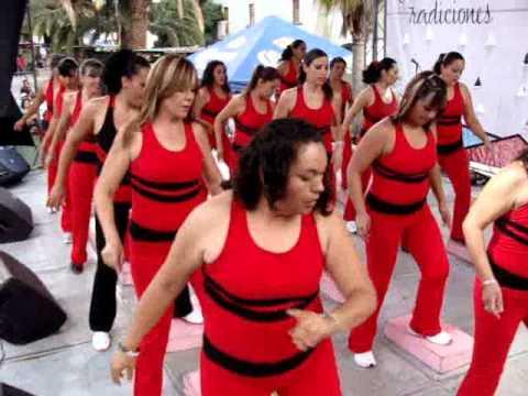 Grupo De Zumba Aerobics En La Feria De Los Chicachuales 2012 video