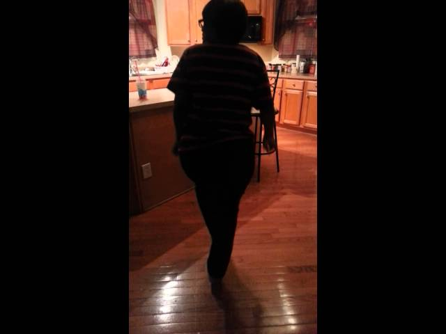 Mom dukes Chicago Footwork