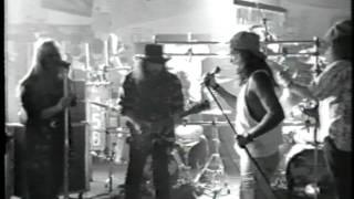 Watch Lynyrd Skynyrd Smokestack Lightning video