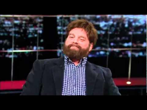 Zach Galifianakis se fume un joint à la TV