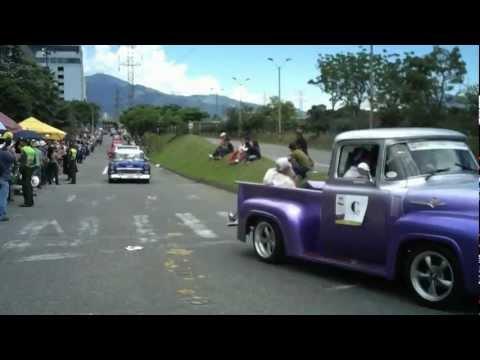 Desfile de Autos Clasicos y Antiguos, Medellín Colombia. HD