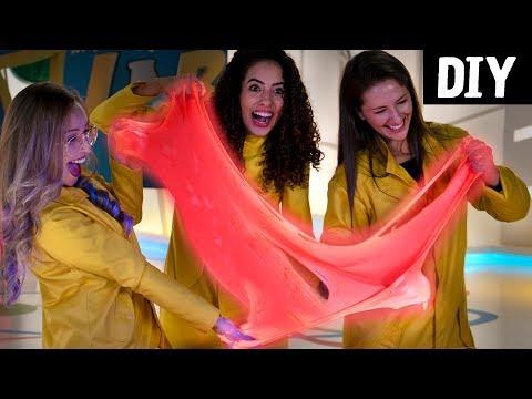 DIY Slime GIGANTE que Brilha 😍 Ft. Paula Stephania e Karla Amadori 💛 Nat Geo Kids | Colômbia