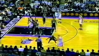Clutch Chris Webber (34pts/19rebs) Outplays Tim Duncan (33pts/20rebs) (2000)