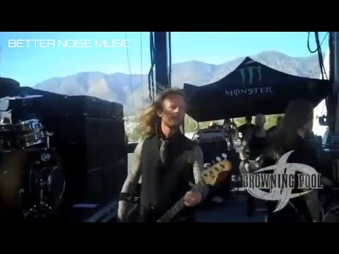 Drowning Pool performs BODIES at Ozzfest