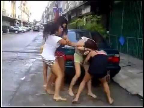 Ξύλο μεταξύ φιλιππινεζων κοριτσιών