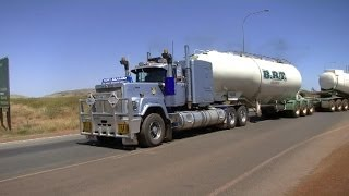 Mack Superliner V8 roadtrain, great sound !