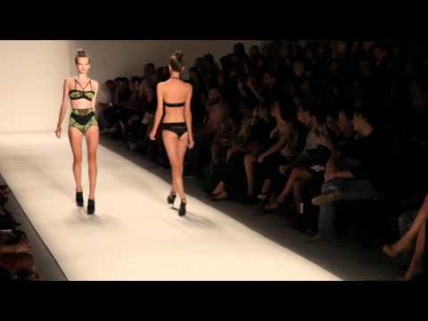 ROSA CHA S/S 2011 FASHION SHOW - VIDEO BY XXXX MAGAZINE