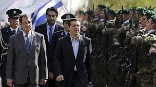 video Il nuovo governo ellenico negozierà con i partner europei sul debito, e non chiederà aiuti alla Russia. Lo ha dichiarato il capo del governo di sinistra Alexis Tsipras, parlando da Nicosia,...