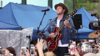 Niall Horan plays One Direction