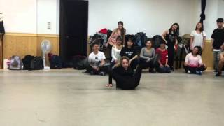 Elena Ninja Bonchinche' Fraules vogue solo during classes in Taiwan