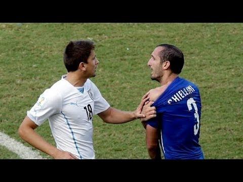 Luis Suarez bites Giorgio Chiellini Uruguay vs Italy FIFA world cup 2014