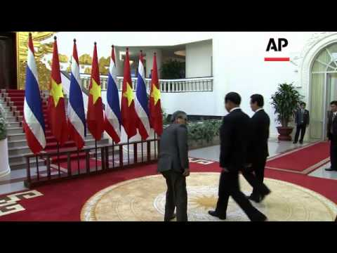 Visiting Thai PM holds talks with Vietnamese counterpart