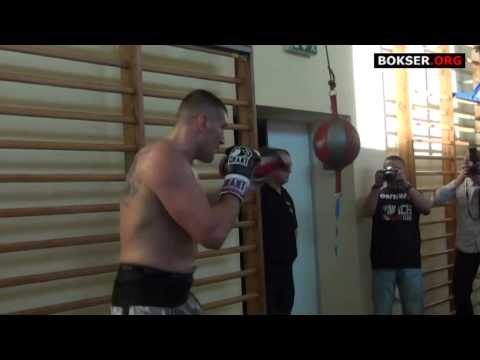 Mariusz Wach training on double end bag for Wladimir Klitschko Image 1