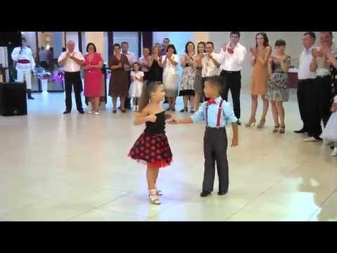 смотреть как танцуют дети видео