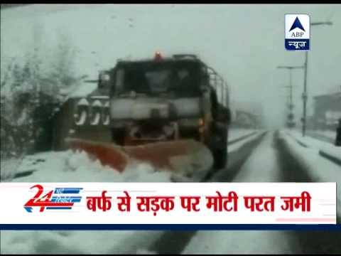 Heavy snowfall blocks Jammu -Srinagar national highway