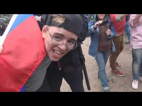 ОМОН День России. Жёсткие задержания молодёжи с российскими флагами 12 июня 2017