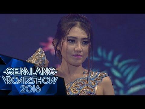 "Download Ungu feat Via Vallen "" Saat Bahagia ""  - Gemilang Roadshow Karawang 30/4 Mp4 baru"