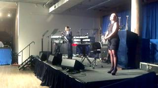 Aziz Ansari with Sign Language Interpreter at Obama Campaign Fundraiser.mp4