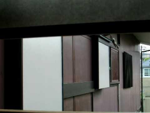 ムクドリの営巣 6 years ago ムクドリの営巣 隣家の開かずの雨戸の戸袋にムク... ム