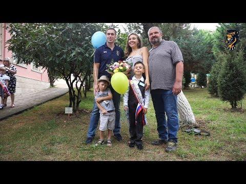 С Днем знаний: Никита Щитов отвел сына в 1 класс