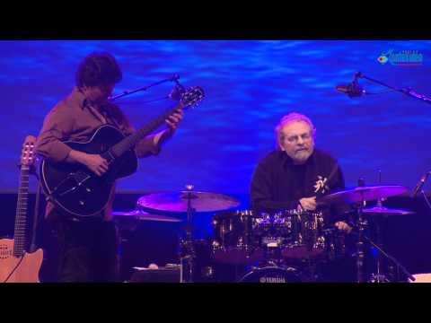 André Ceccarelli, Sylvain Luc et Richard Bona au Saveurs Jazz Festival 2011 à Segré - Part 3