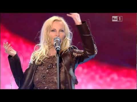 Patty Pravo,Il vento e le rose,61°Festival di Sanremo,2a Serata,Teatro Ariston,16.2.2011.HQ