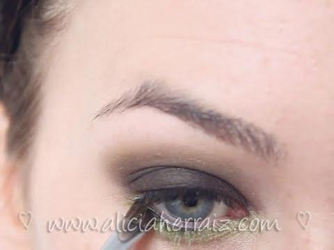 Maquillaje ahumado + verde lima