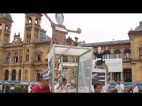 Protesta contra el TAV a las puertas del palacio de Miramar