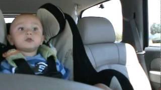 Թոքրիկ տղան երգում է Lady Gaga