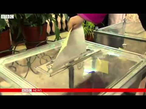 BBC News   Ukraine crisis  EU ponders Russia sanctions over Crimea vote 13