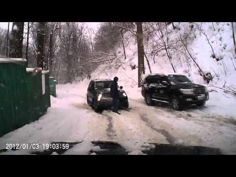ДТП на ул Смородиновой. Скользкий спуск..