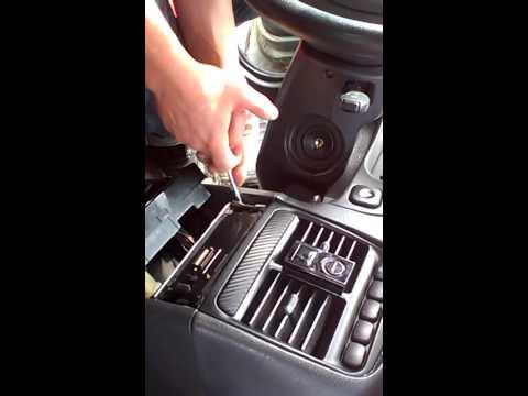 Видео как снять магнитолу без ключей