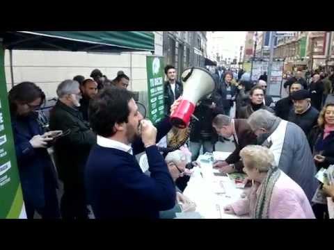 REFERENDUM VIENI A FIRMARE - 28 03 2014 - ANTEPRIMA IN VIA DANTE A MILANO - LIVE MATTEO SAVINI