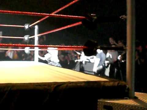 Entr es de Kelly Kelly Maryse puis Eve Torres lors du show WWE