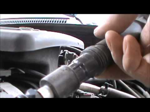 2003 Dodge Dakota 4.7 L v8 spark plug change.