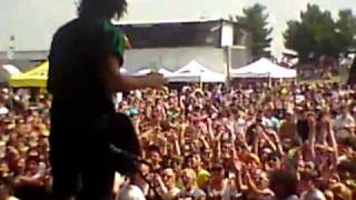 Pierce the Veil singing Caraphernelia LIVE at Vans Warped To