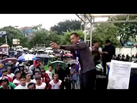 Video AHY lompat panggung ditangkap penonton
