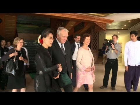 Jean-Marc Ayrault rencontre Aung San Suu Kyi en Birmanie