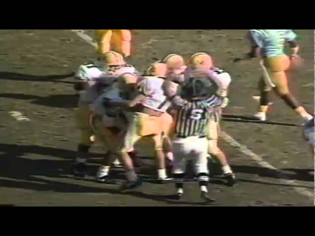 Oregon CB Muhammad Oliver intercepts a pass vs. UCLA 11-16-1991