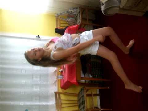 Small Shakira Dancing Waka Waka  xx Kimberly  xx