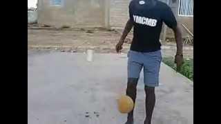 Ngouda ndao un jeune senegalais qui jongle comme Cristiano Ronaldo