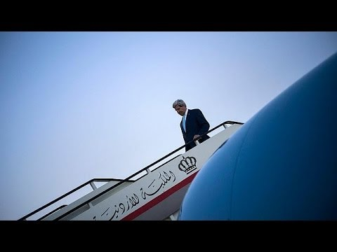 Kerry in Baghdad to meet Iraq leaders as insurgency spreads